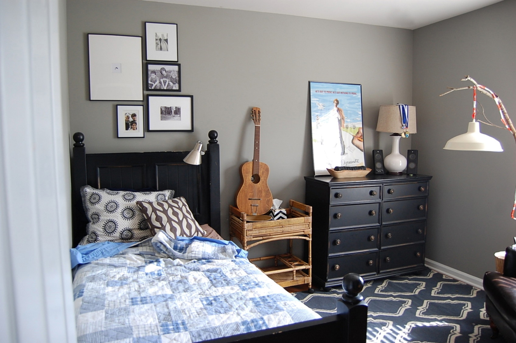 Small Bedroom Ideas For Teen Boys With Gray Walls And Black